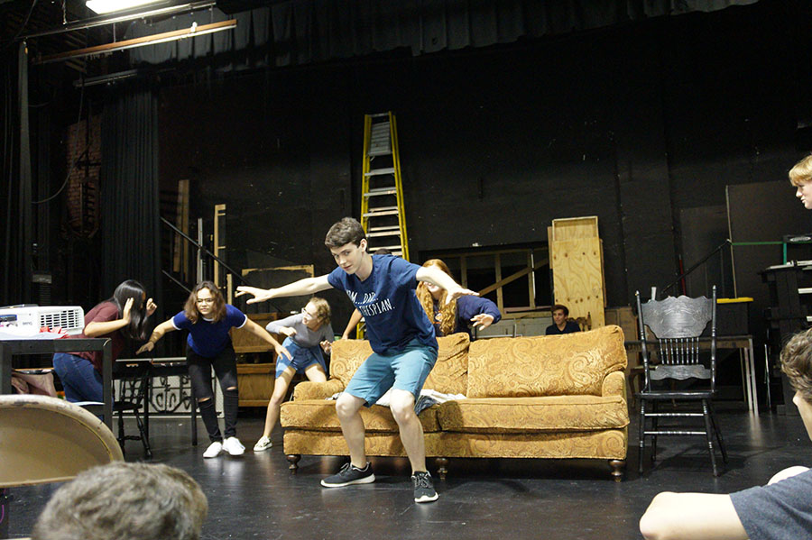 Members+of+Troupe+%231087+rehearse+for+their+upcoming+play%2C+%22Noises+Off%22.
