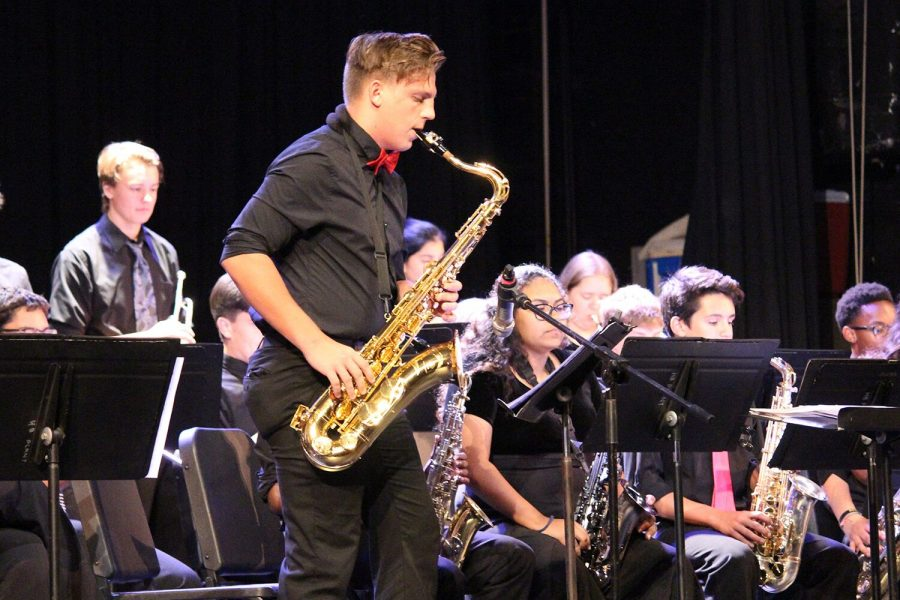 Performing+in+jazz+band%2C+junior+Dorian+Ice+plays+the+tenor+saxophone+center+stage+at+their+performance+Thursday%2C+Oct.+4+in+the+auditorium.+The+jazz+band+competed+nationally+to+earn+the+Mark+of+Excellence%2C+an+award+based+in+Texas.++