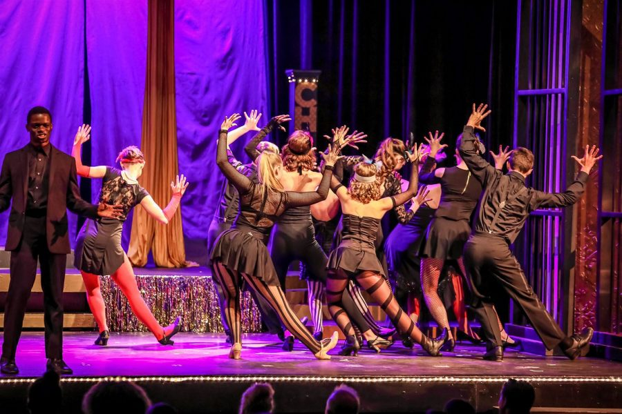 """Theater troupe performs """"Chicago"""""""