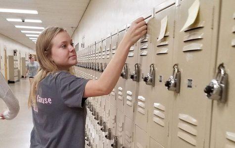 Teacher organizes sticky-note 'act of kindness'