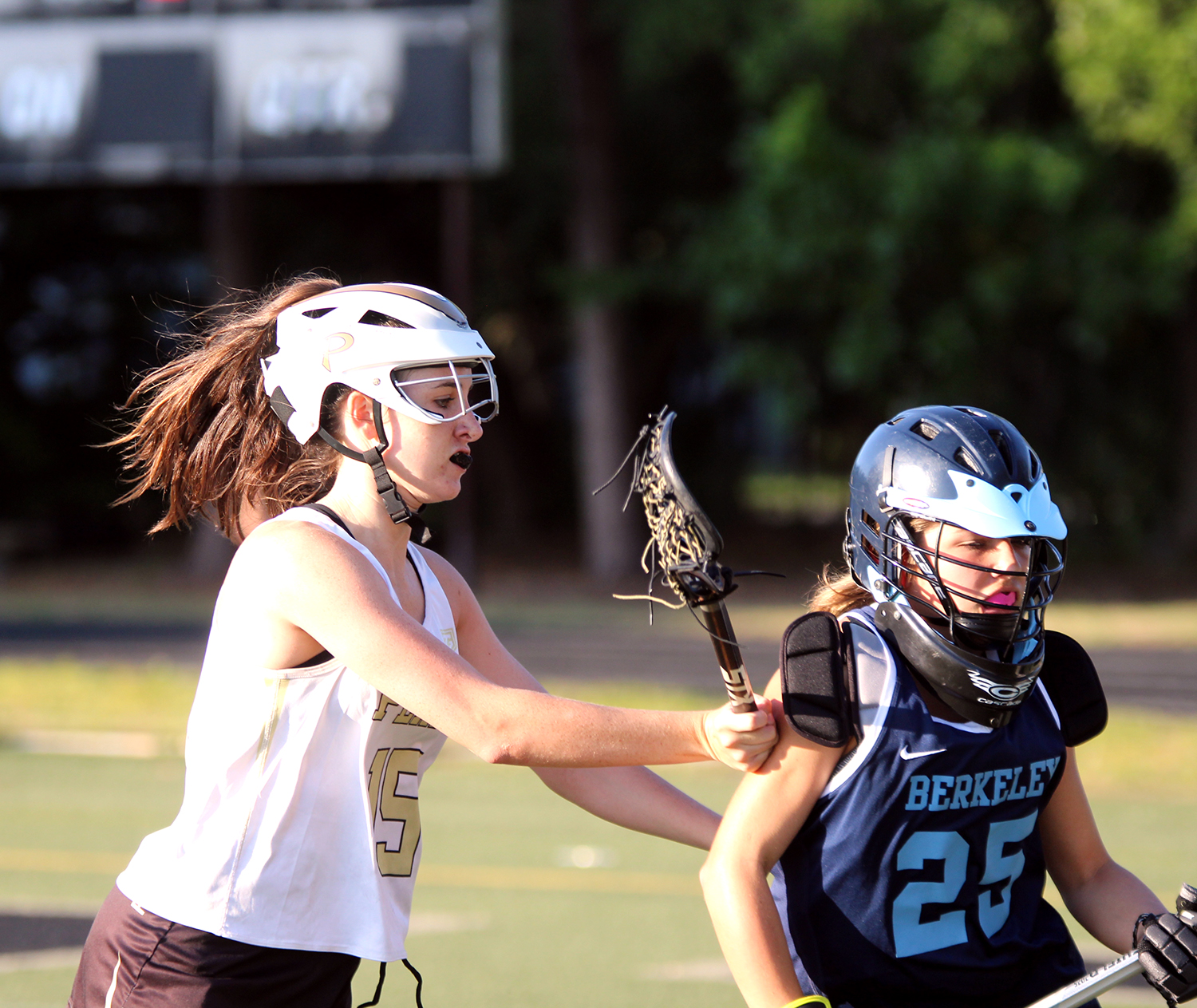 Pushing+at+the+offense%2C+sophomore+Carolee+Jones+attempts+to+knock+out+the+ball+April+2+at+Dad%E2%80%99s+Stadium.+The+girls+lacrosse+team+lost+to+Berkeley+High+School+7-6.++