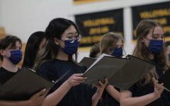 Navigation to Story: Chorus performs in spring concert